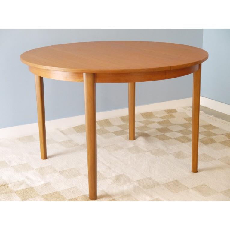 Table scandinave ronde maison design for Table ronde extensible style scandinave