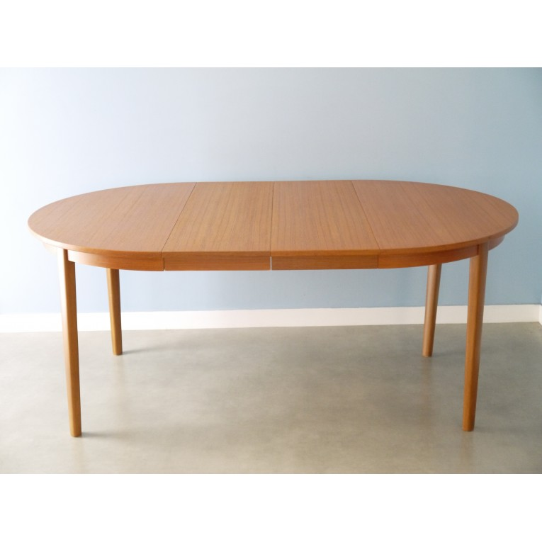 Table scandinave ronde conceptions de maison for Table ronde extensible style scandinave
