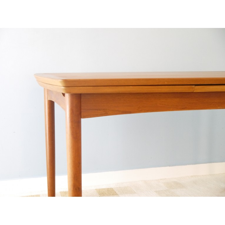 Table manger extensible design scandinave la maison retro for Table a rallonge design scandinave