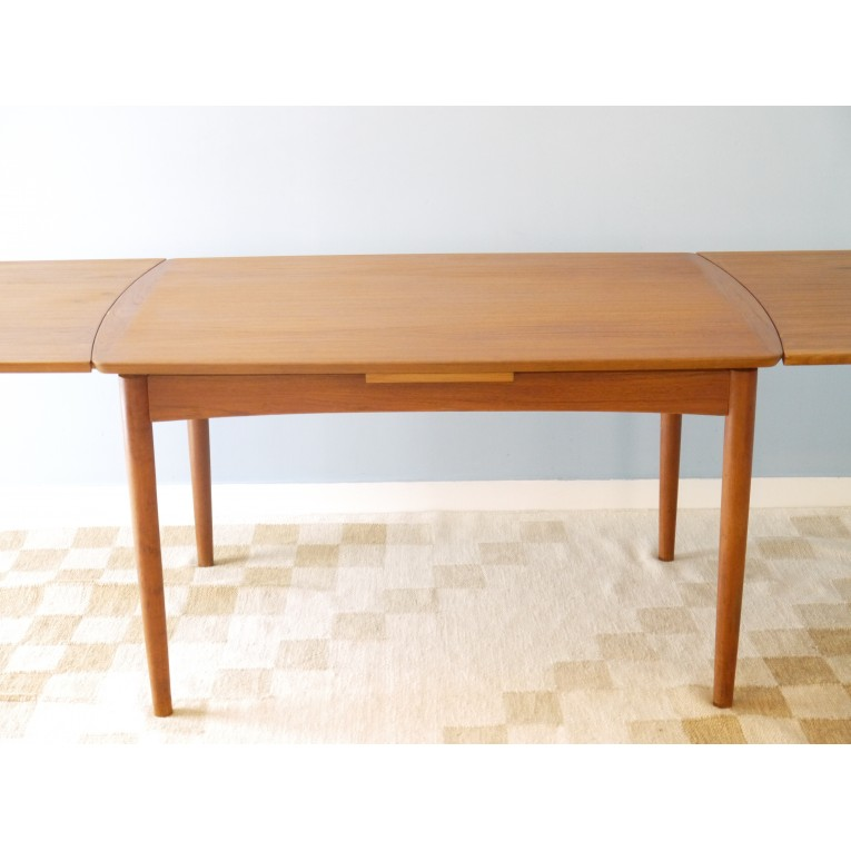 Table manger extensible design scandinave la maison retro for Table a manger en teck