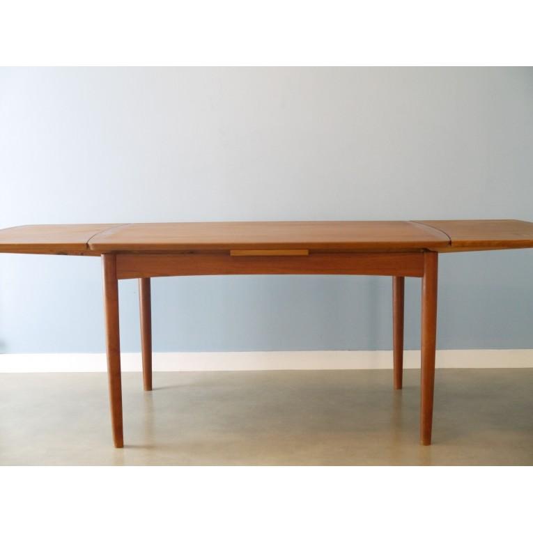 table manger extensible design scandinave la maison retro. Black Bedroom Furniture Sets. Home Design Ideas
