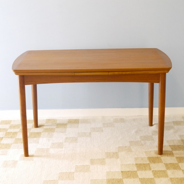 Table manger extensible design scandinave la maison retro for Table a manger extensible scandinave