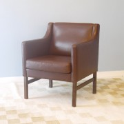 Fauteuil design scandinave en cuir