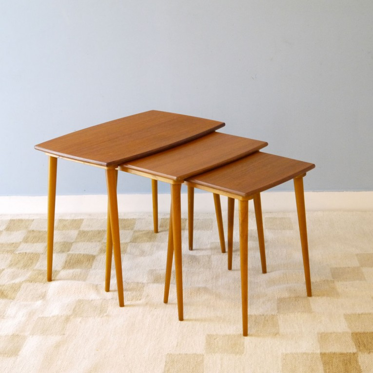 table gigognes vintage scandinave la maison retro. Black Bedroom Furniture Sets. Home Design Ideas