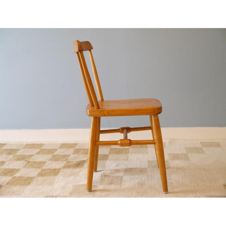 Chaise vintage en bois enfant la maison retro for Chaise enfant bois