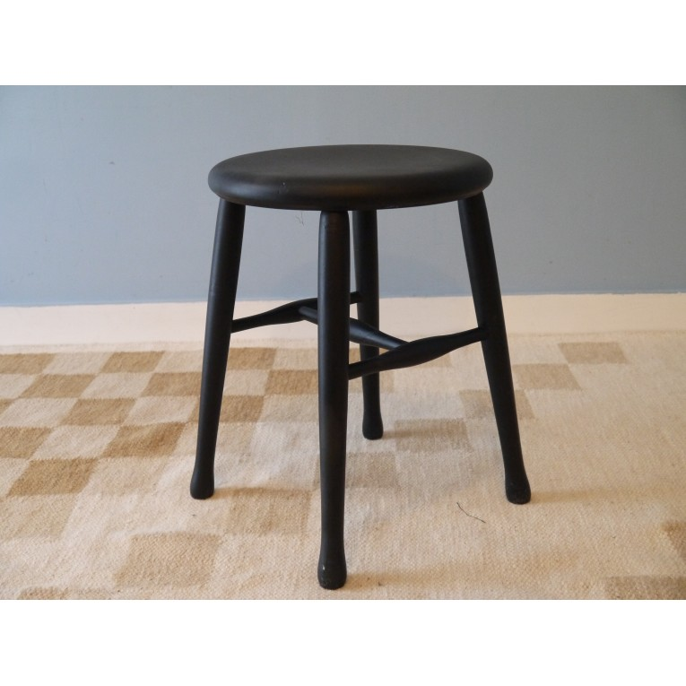 tabouret vintage scandinave en bois noir la maison retro. Black Bedroom Furniture Sets. Home Design Ideas