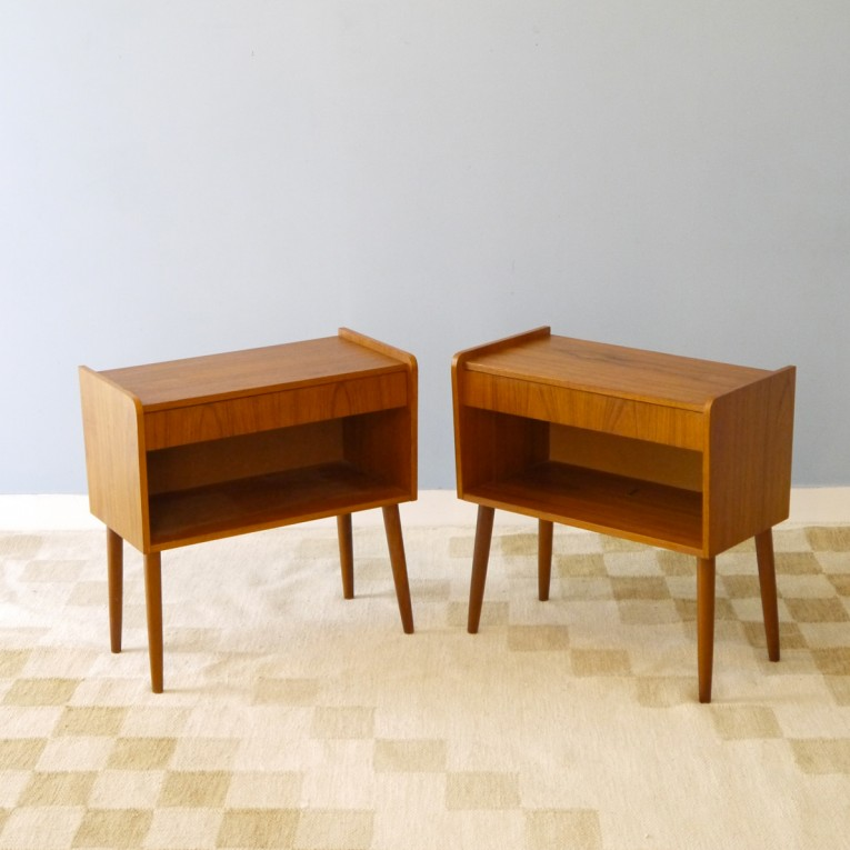 Table chevets vintage deco scandinave la maison retro for Table de chevet design scandinave