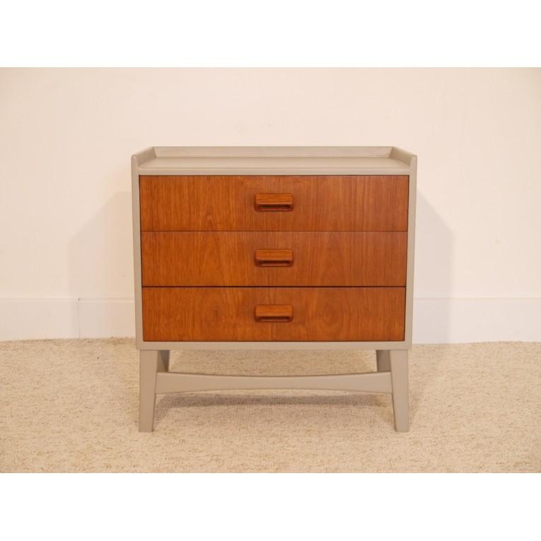 petite commode vintage d co scandinave la maison retro. Black Bedroom Furniture Sets. Home Design Ideas