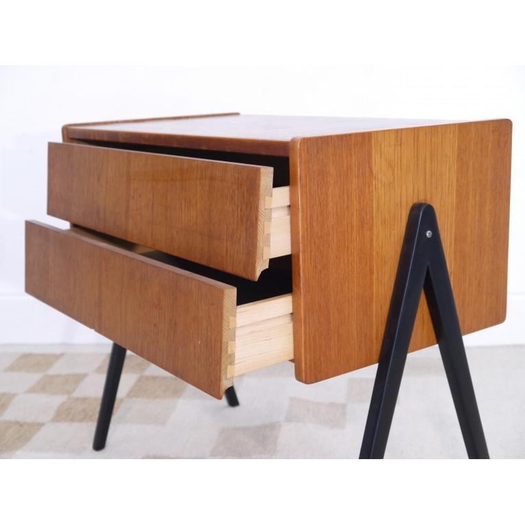 commode vintage scandinave pieds compas la maison retro. Black Bedroom Furniture Sets. Home Design Ideas