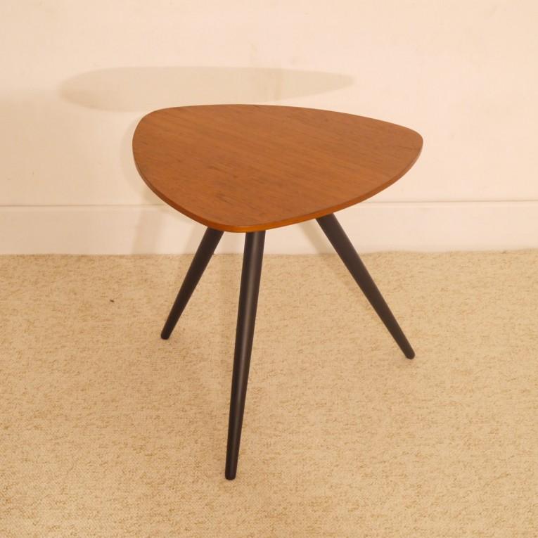 table appoint forme libre gueridon vintage la maison retro. Black Bedroom Furniture Sets. Home Design Ideas