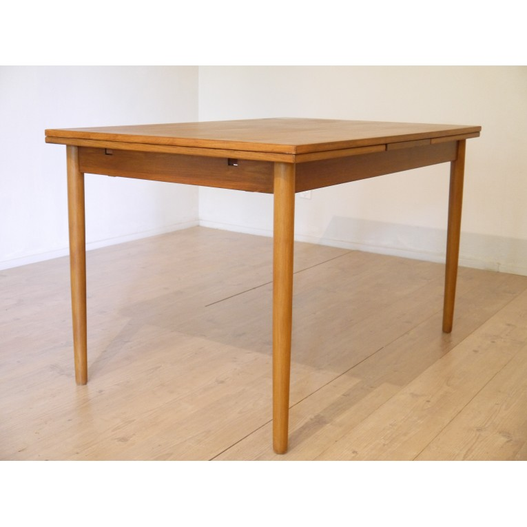 Table repas scandinave vintage la maison retro for Table scandinave extensible