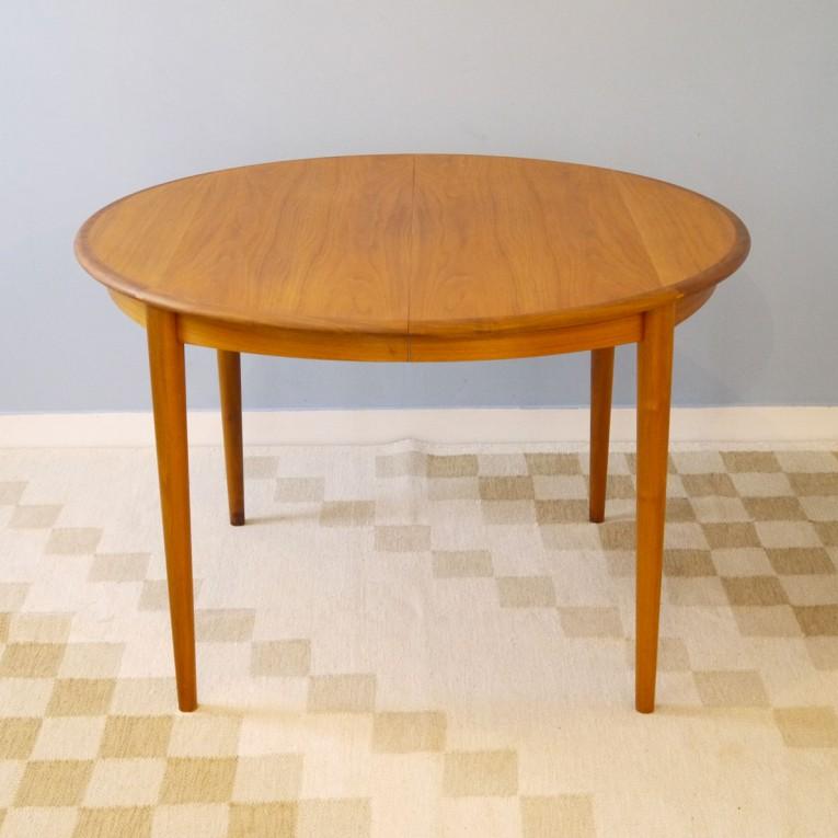 table repas vintage scandinave la maison retro. Black Bedroom Furniture Sets. Home Design Ideas