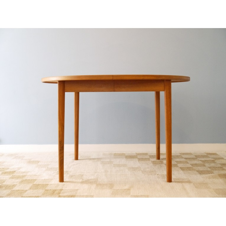 Table manger ronde design crowdbuild for for Table a manger scandinave