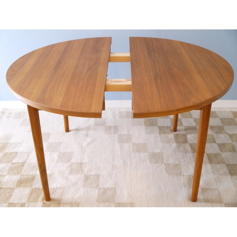 Table manger ronde teck la maison retro for Table bois rallonge 12 personnes