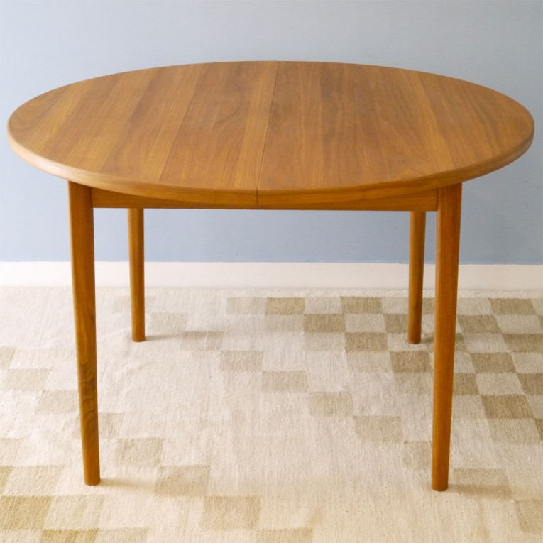 Table manger ronde teck la maison retro for Table scandinave a rallonge