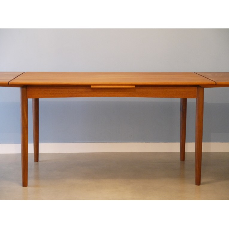 Table en teck salle a manger for Table salle a manger ronde scandinave