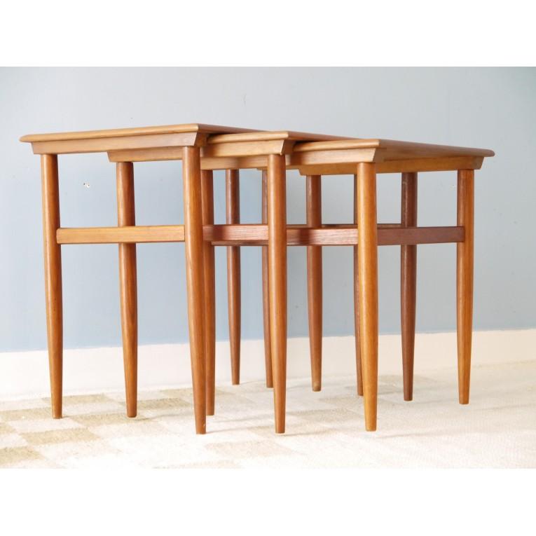 Table gigognes meuble scandinave la maison retro for Table gigogne scandinave