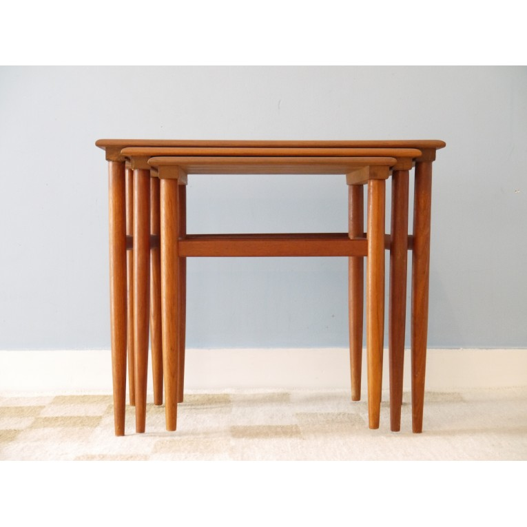 Table gigognes meuble scandinave la maison retro for Tables gigognes scandinave