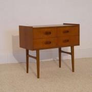 Petit meuble de rangement vintage scandinave